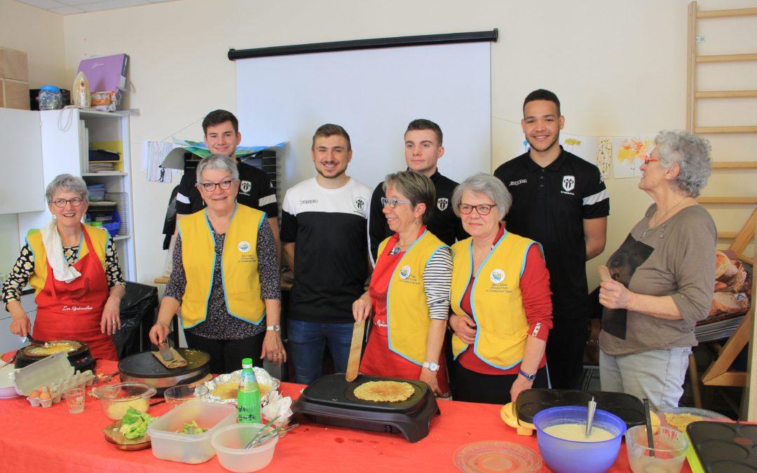 L'Association Angers SCO Handball en visite au centre Robert Debré